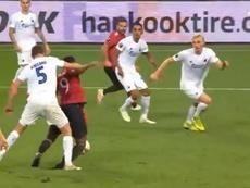 El discutible penalti a Martial que clasificó al United. Captura/MovistarLigadeCampeones