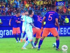 Messi recibió un codazo de Lerma. Captura/GOLCaracol