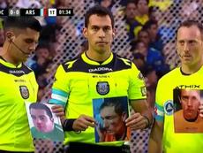 Los árbitros del Boca-Arsenal se acordaron de sus compañeros agredidos. Captura/TNTSports