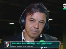 Gallardo se mostró disconforme con una decisión del jugador. Captura/TNTSports