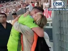 Armani abrazó a Sandra Rossi. Captura/FOXSports