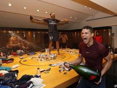 Thiago Silva y Dani Alves celebraron por todo lo alto el título. Instagram/ThiagoSilva