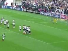 Rómulo Otero anotó un gran gol en la penúltima jornada del Brasileirao. Twitter