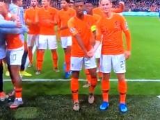El gesto de De Jong y Wijnaldum que aplaude el mundo del fútbol. Captura/UEFATV