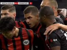 André Silva siguió su racha para adelantar al Eintracht. Captura/MovistarLigadeCampeones