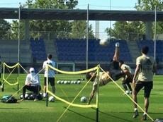 Um show de bicicletas no treino do Real Madrid. Captura/Dugout