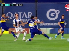 Tevez could have seen red. Captura/FOXSports