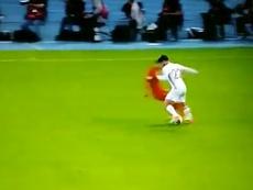 Le milieu de terrain réalise un dribble exquis avant le deuxième but de l'Espagne. Twitter