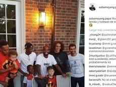 Dembélé junto de três jogadores do Arsenal. Instagram/aubameyang.papa