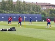 Solo 13 futbolistas en el entrenamiento compensatorio del Barça. Captura/BarçaTV