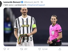 Stéphanie se convirtió en la primera mujer en arbitrar en la Champions. Twitter/LeonardoBonucci