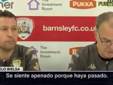 El bucle en el que entraron Bielsa y su traductor por un 'sorry'. Captura/YT/Leeds