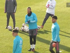 Ramos apunta al Sánchez-Pizjuán. Twitter/RealMadridTV