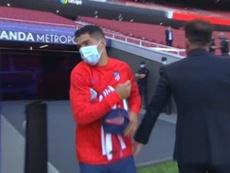 Suárez começa sua trajetória no Atlético no banco. Captura/MovistarLaLiga