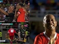 Lujazos, goles y 'selfies' en un partido: otro 'show' de Ronaldinho. Captura/WinSports