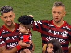 Rafinha hizo de papá con un gesto ejemplar que aplaude todo Brasil. Captura/PremiereTV
