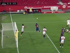 L'incroyable intervention de Koundé sur le coup franc de Messi ! Twitter/MovistarFutbol