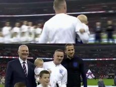 Rooney, emocionado ante la cita en Wembley. Twitter/England