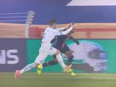 Álvaro agarró por la cabeza a Neymar. Captura/ESPN