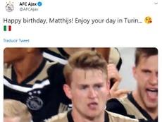 Ajax trola De Ligt em sua aniversário. Captura/Twitter/AFCAjax