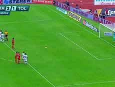 El VAR fue protagonista del Pumas-Toluca. Captura/DeportesVivo