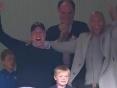 El Príncipe Guillermo se volvió loco con ascenso a la Premier del Aston Villa. Captura/DAZN