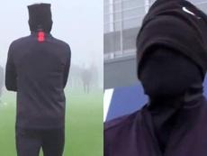 Neymar encontra o melhor jeito de combater o frio. Twitter/PSG