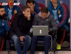 Robert Moreno estuvo acompañado todo el partido de ese portátil. TVE
