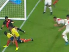 Morelos se alió con la fortuna para anotar este gol. Movistar+