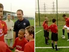 O vídeo em que Cristiano ensina uma criança que hoje joga no United a driblar. Manchester United