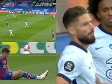 Cahill se lesionó, Willian siguió... y Giroud marcó el 0-1. Captura/Skysports