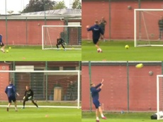 Bendtner, troleado por sus fallos: 22 remates ante el portero y tres goles. Capturas/TV2Sport