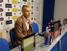 El técnico ha presentado a Fernando Román y ya mira al mercado invernal. SDPonferradina