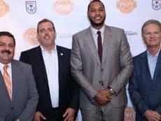 Carmelo Anthony y los dirigentes de la NASL. NASL