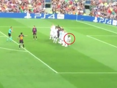 La position de Chucky sur le coup-franc de Messi a été très commentée.  Capture/FutrbolSapiens