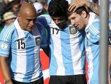Messi coincidió con Ricky Álvarez. EFE