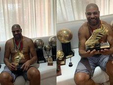 Adriano enseñó todas sus conquistas. Instagram/AdrianoImperador