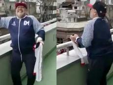 Maradona bailó al ritmo de Newell's. Captura