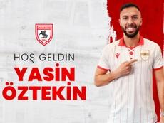 Yasin Öztekin firma por el Samsuspor. Twitter/Samsuspor