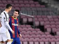 Cristiano Ronaldo e Leo Messi estão entre os onze melhores do ano para torcedores. AFP