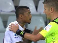 Detienen el partido después de insultos racistas a Dalbert. Captura/SkySports