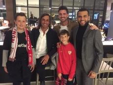 Dani Alves se reencontró con viejos compañeros de su etapa sevillista. Twitter/SevillaFC