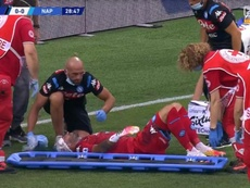 Ospina had to go off on a stretcher against Atalanta. Captura/ZVOETBAL