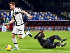 Kulusevski (i) eliminó a la Juventus con 13 años. EFE