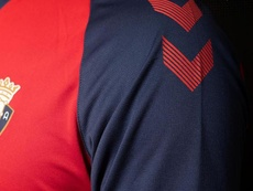 Así será la camiseta de Osasuna para la vuelta a Primera. Twitter/CAOsasuna