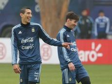 Di María y Messi charlan felizmente en un entrenamiento de la Selección Argentina. Twitter