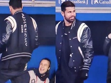 La broma viral de Diego Costa: ¡roció a los recogepelotas con spray! Captura/MovistarLaLiga