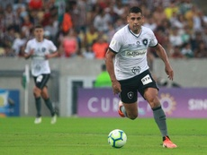 Diego Souza bomba no Twitter. Twitter/Botafogo