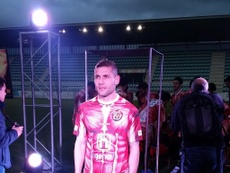 Diego Torres unveiled Club Deportivo Palencia's new kit for 2016-17. CDPalencia/Twitter