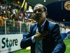 El 'Profe' Cruz llega como recambio de Maradona. Dorados